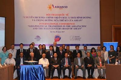 """""""Mười nước ASEAN mà chụm lại thì ngọn núi sẽ rất cao"""""""