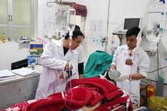 Nghỉ Tết 4 ngày, BV Việt Đức đông nghẹt bệnh nhân nặng