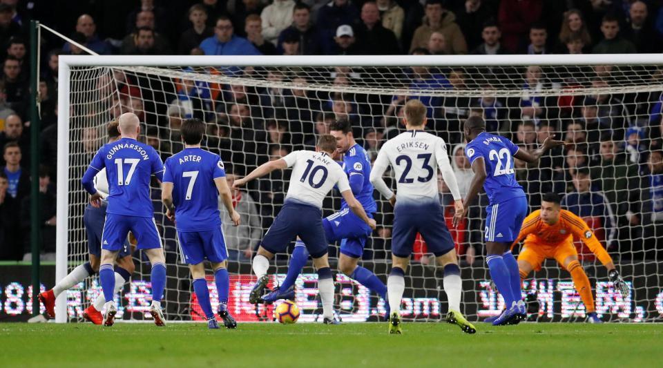 Thắng 'ba sao' hoành tráng, Tottenham vượt mặt Man City