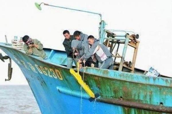 Tìm thấy thiết bị lạ dưới nước, ngư dân TQ được thưởng lớn
