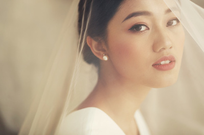 Hậu trăng mật, Á hậu Thanh Tú khoe bộ ảnh cô dâu đẹp mơ màng