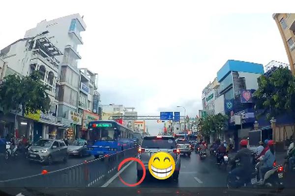 Cái kết đắng vì... ngồi trong ô tô vứt rác giữa Sài Gòn