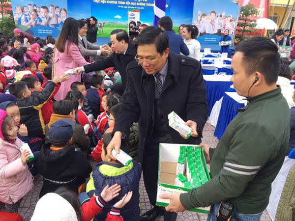 Chính thức triển khai chương trình Sữa học đường tại Hà Nội