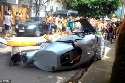 Bị trực thăng đè chết khi đang đi bộ trên phố
