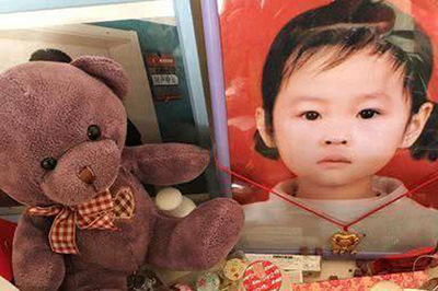 Con 7 tuổi chết đau đớn, bố kiện tập đoàn y tế hàng đầu Trung Quốc