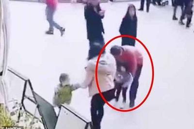 Bắt cóc bé gái hai tuổi ngay trước mắt người thân