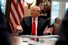 Ông Trump rút quân vì Syria chỉ còn 'cát và thần chết'