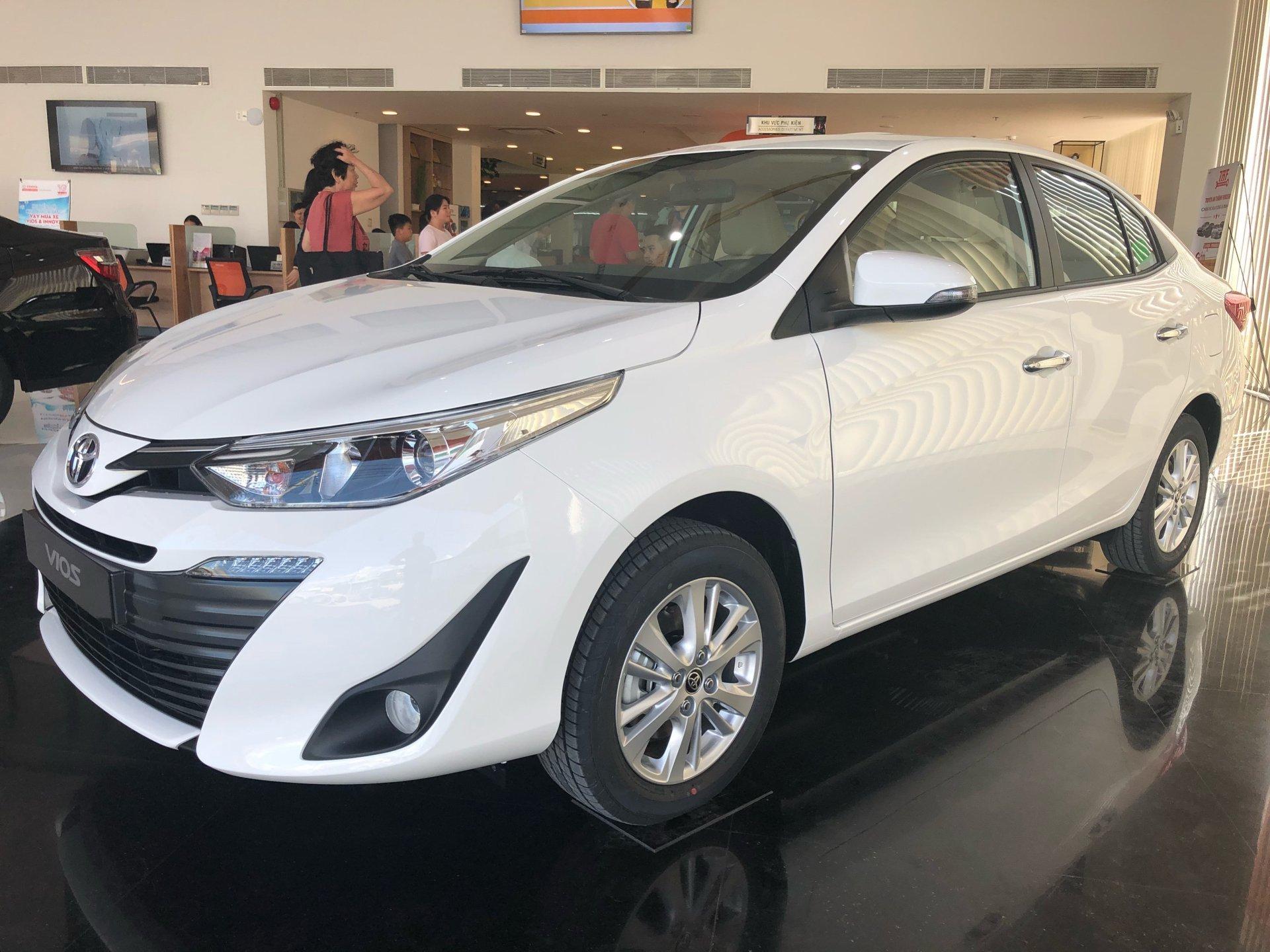 giá ô tô 2019,Vinfast,Lux SA 2.0,Lux A 2.0,Honda CR-V,Toyota Vios,Toyota