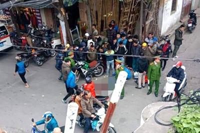 Người đàn ông mặc áo Grab tử vong giữa phố Hà Nội