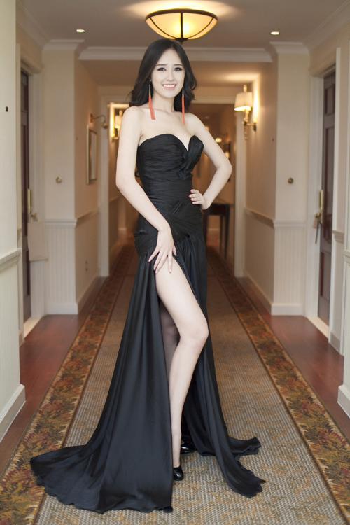 Bí mật trong phòng thay đồ đo cơ thể của hoa hậu Việt