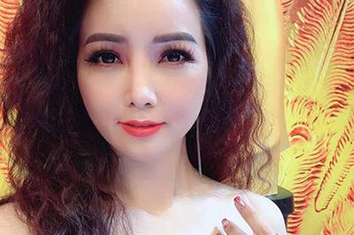 Mai Thu Huyền tự tin khoe vòng 1 gợi cảm ở tuổi 40