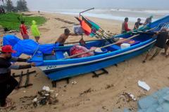 Sợ bão, hàng ngàn du khách bỏ chạy khỏi các đảo Thái Lan
