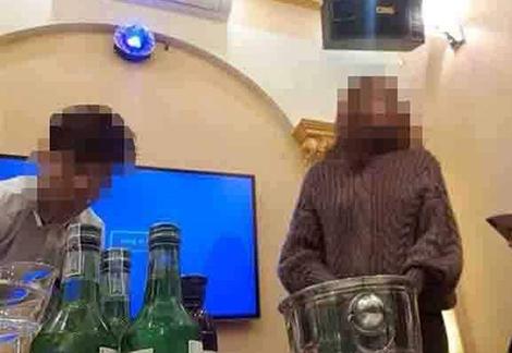 Đốt tiền vui hết nấc ở quán bar '3 không' giữa Hà Nội