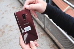 Cận cảnh Galaxy S9+ phiên bản màu vang đỏ vừa mở bán