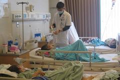 Bệnh nhân nặng dồn dập nhập viện do rét đậm, BV may 500 áo ấm