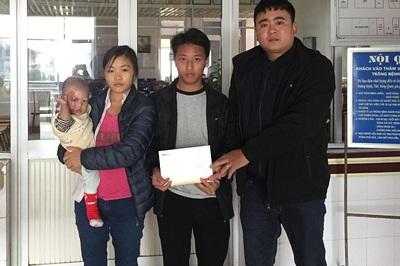 Trao hơn 34 triệu đồng đến bé Giàng Thị Liễu bị bỏng lửa