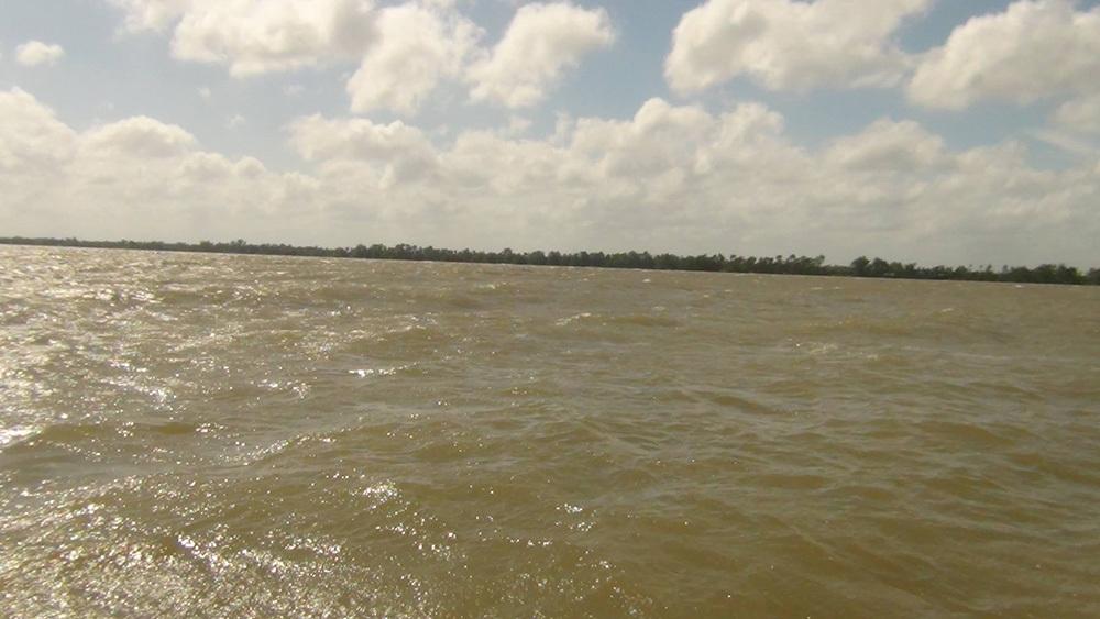 Chìm sà lan hơn 300 tấn, 3 người mất tích