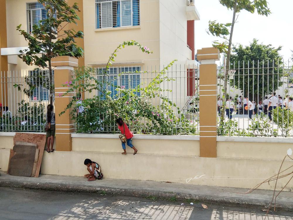 'Mẹ đi lấy chồng, con ngủ ngoài đường', bức ảnh xót xa nhất 2018