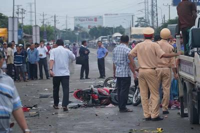 Từ vụ xe container tông 4 người chết: Đến lúc vào cuộc quyết liệt