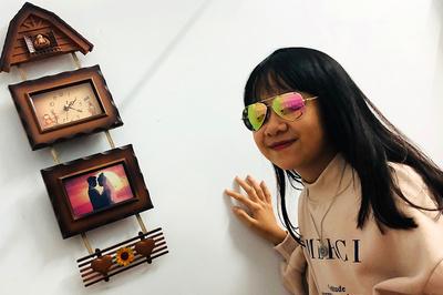 Cô bé 12 tuổi mở cửa hàng kinh doanh, tự sắm hàng hiệu