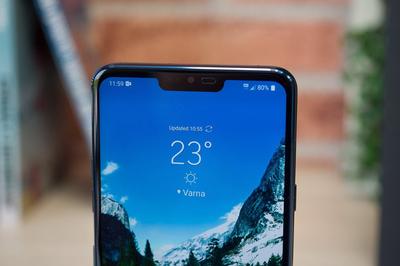 LG G8 xịn hơn Galaxy S10, dùng màn hình làm loa cho điện thoại
