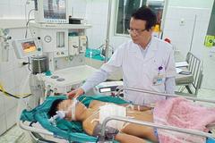 Đập ngực vào vỉa hè, bé trai Tuyên Quang đứt động mạch phổi