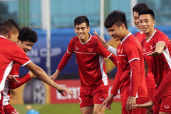 Tuyển Việt Nam rộn tiếng cười chờ đấu Iraq