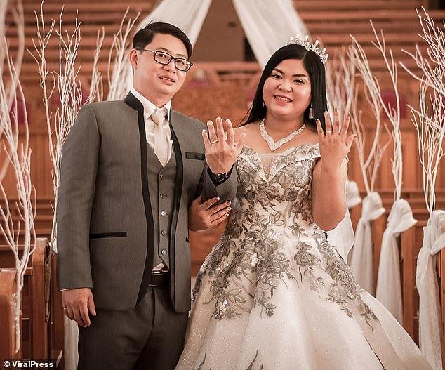 Phát hiện bánh cưới là đồ giả, cô dâu khóc nức nở