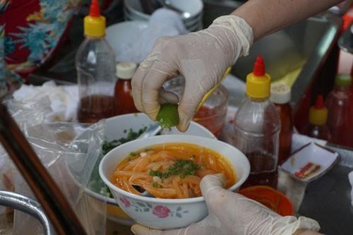 Hàng bánh canh 1 giờ nức tiếng Sài Gòn