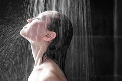 Những ai có thói quen tắm gội đêm cần đọc thông tin này để tránh ngất xỉu