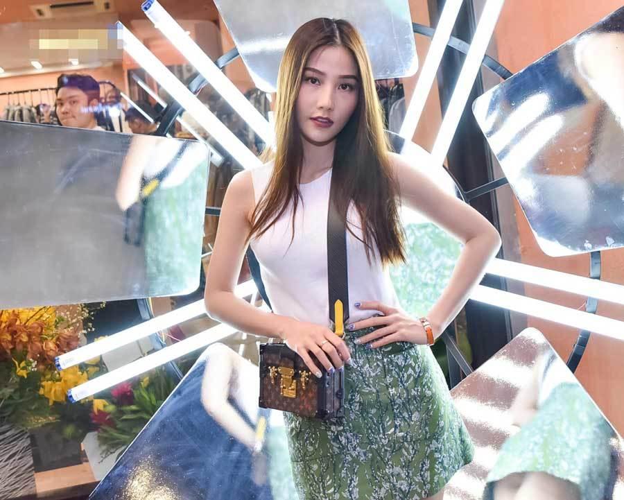 'Hoàng tử sơn ca' Quang Vinh hiếm hoi dự sự kiện với tóc bạch kim