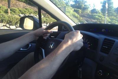 Tài xế taxi rùng mình trước hành động lạ của vị khách nam