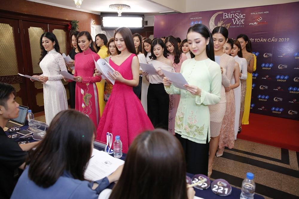 Thúy Vân, Thúy Hạnh quyến rũ đi tuyển sinh Hoa hậu Bản sắc Việt toàn cầu