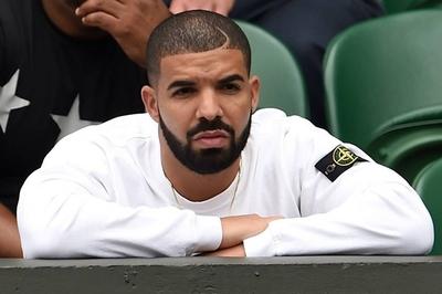 Drake gây tranh cãi khi hôn và sờ soạng cô gái 17 tuổi trên sân khấu