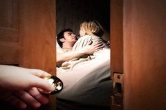 Chiêu giành lại chồng tinh vi của người vợ bị chồng phản bội