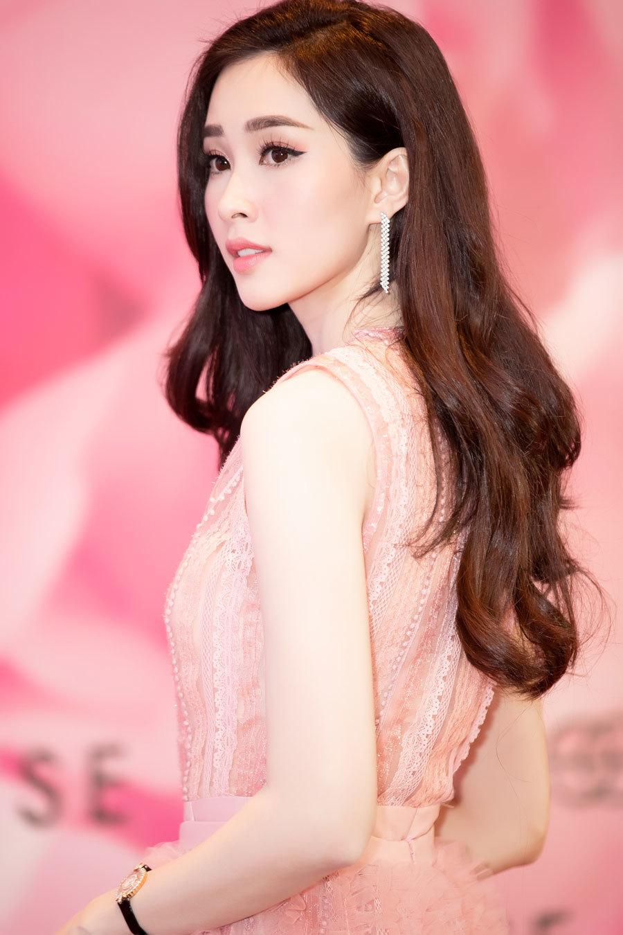 Hoa hậu Thu Thảo xuất hiện như 'thần tiên tỷ tỷ'