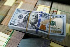 Tỷ giá ngoại tệ ngày 3/5: Vàng xuống đáy, USD tăng giá