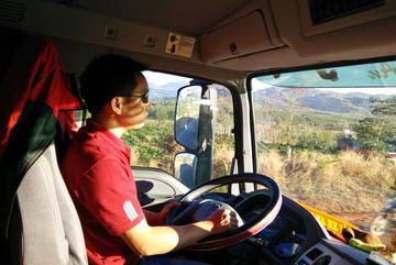 'Ác mộng' của tài xế container: Dừng đèn đỏ cũng tranh thủ ngủ bù