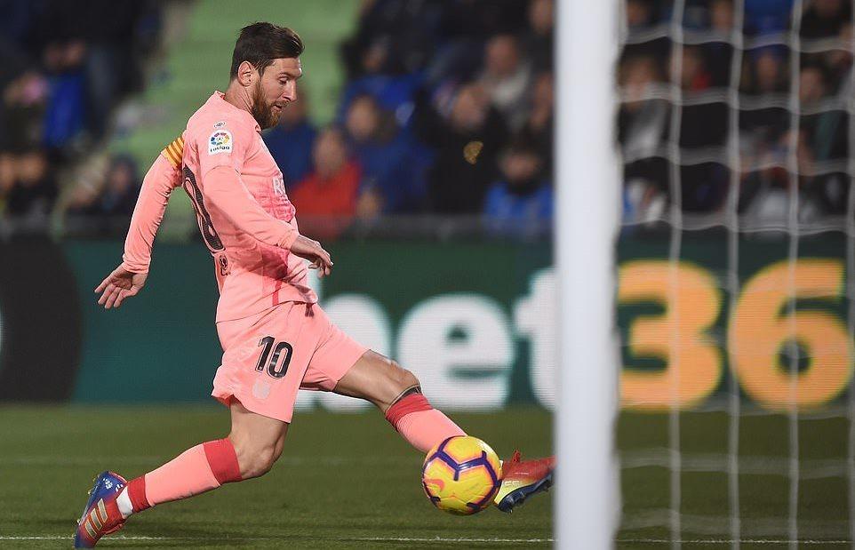 Suarez lập siêu phẩm, cùng Messi cho Real 'hít bụi'