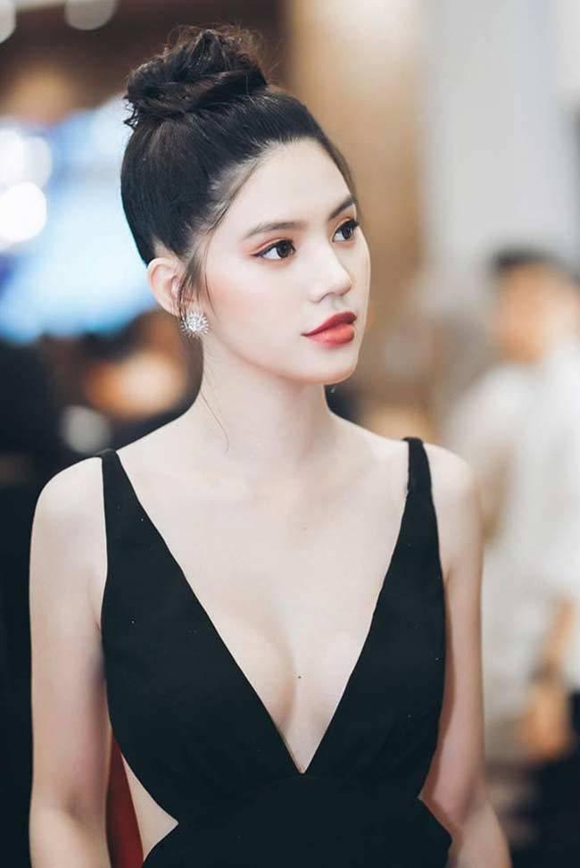 Hai chân dài 'hội con nhà giàu Việt' đẹp và giàu đẳng cấp cỡ nào?