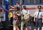 Bảo vệ ga Sài Gòn làm 'cò vé', ôm tiền của khách bỏ trốn