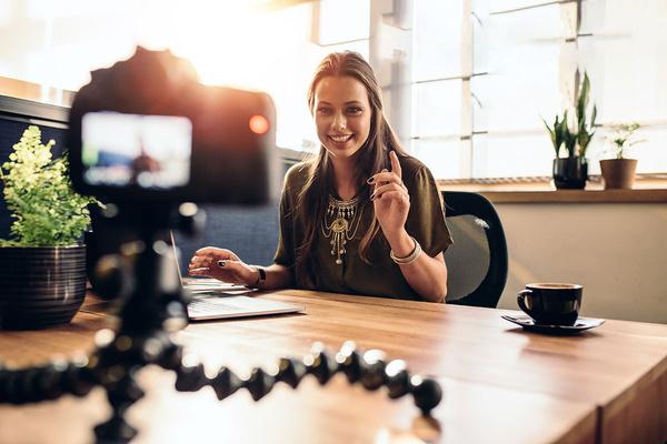 Làm thế nào để trở thành một vlogger và kiếm tiền từ YouTube?