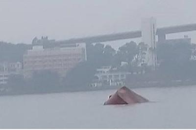 Tàu gãy đôi chìm giữa Hạ Long, thuyền trưởng tử nạn