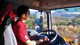 Vụ trộm dầu giữa ban ngày của chủ xe sang khiến tài xế ngỡ ngàng