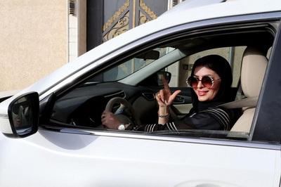 Phụ nữ Ảrập Xêút được thông báo bị chồng bỏ ra sao?