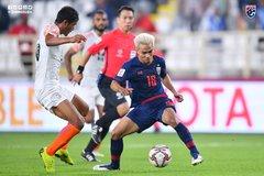 """Thái Lan bẽ bàng: Thảm họa thủ môn, Chanathip """"tắt điện"""""""
