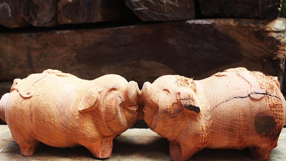Heo gỗ, ỉn mạ vàng cháy hàng trước Tết Kỷ Hợi