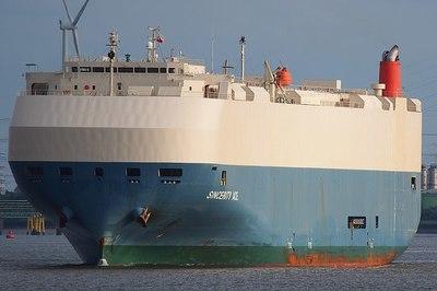Tàu bốc cháy giữa biển: 3.500 ô tô Nissan mất tích