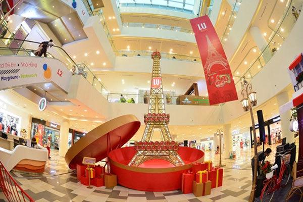 Trình làng mô hình tháp Eiffel bằng bánh cao nhất Việt Nam