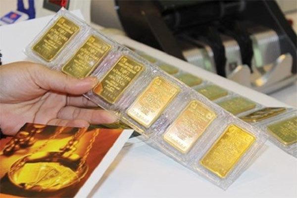 Giá vàng hôm nay 10/1: USD giảm, vàng treo giá mức cao